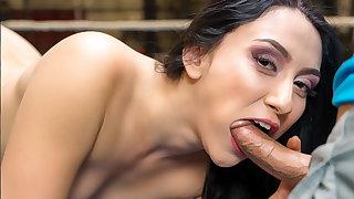 VR BANGERS Flexible gymnast fucking on boxing ring
