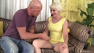 Glamour blonde mature Dainy Marga spreads her legs to ride a dick