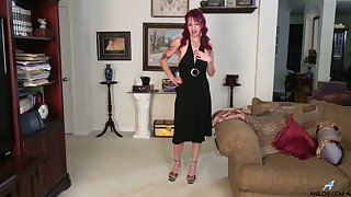 Mature housewife Heather is eager for dirty and crazy masturbation
