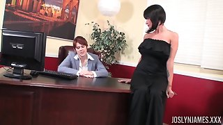 Babe back arms back a black dress Joslyn James having the brush pussy penetrated