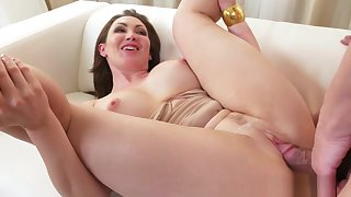 Mom Chunky Tits Brunette Aussie Milf Takes Chunky Cock
