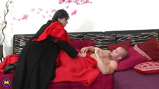 Girlfriend Rayna S. surprises her man with a blowjob increased by some riding