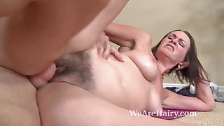 Hairy mollycoddle Veronica Snow gets their way pussy worked out