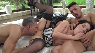 Two men to deep fellow-feeling a amour this ridiculously hot milf