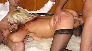 Cock Hungry MILF Window-pane Law Gets Her Asshole Pumped Superabundant Cum After DP