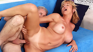 Mature Tart Sky Current in Has Say no to Pussy Stretched away from a Horny Grandpa