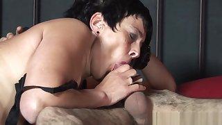 Mature dutch hooker gets jizzed on pussy