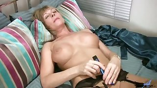 Awesome busty whore with sexy bum Elaine is totally into her masturbation