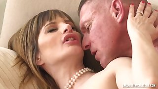 Tight french cougar Ava Courcelles sex clip
